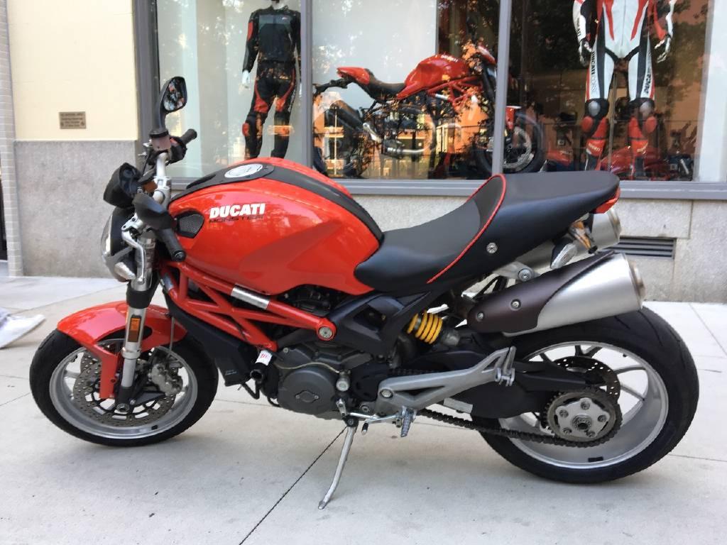 2010 Ducati MONSTER 1100